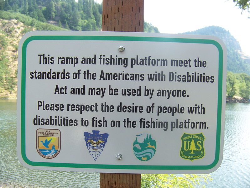798px-Drano_Lake_accessible_fishing_platform_signage